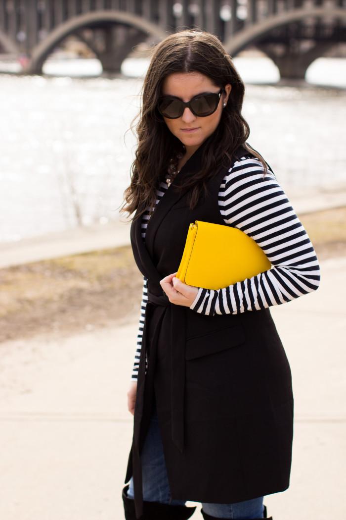 sleeveless coat, H&M fashion, H&M womens fashion, black coat, womens vest, yellow handbag, striped womens shirt, skinny womens jeans