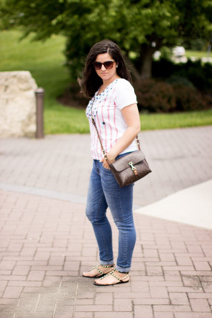 over the weekend, weekend attire, holiday weekend outfit, jeans and a t-shirt, calvin klein crossbody, rockstud sandals