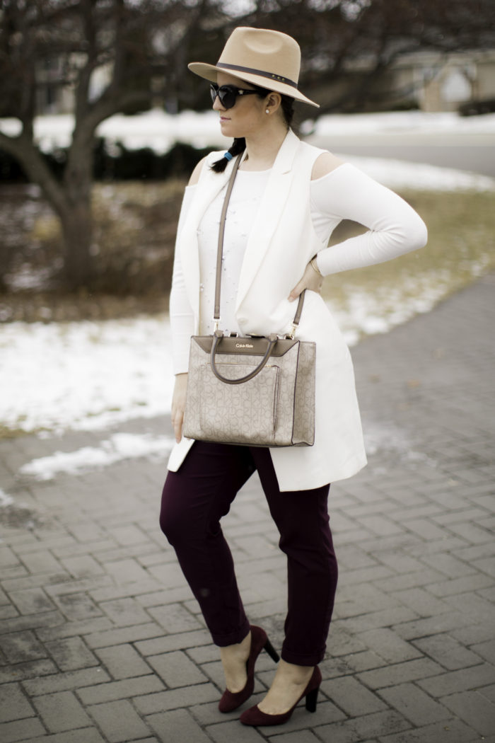 three items that will make you look chic, hat, sleeveless vest, suede heels, winter outfit idea