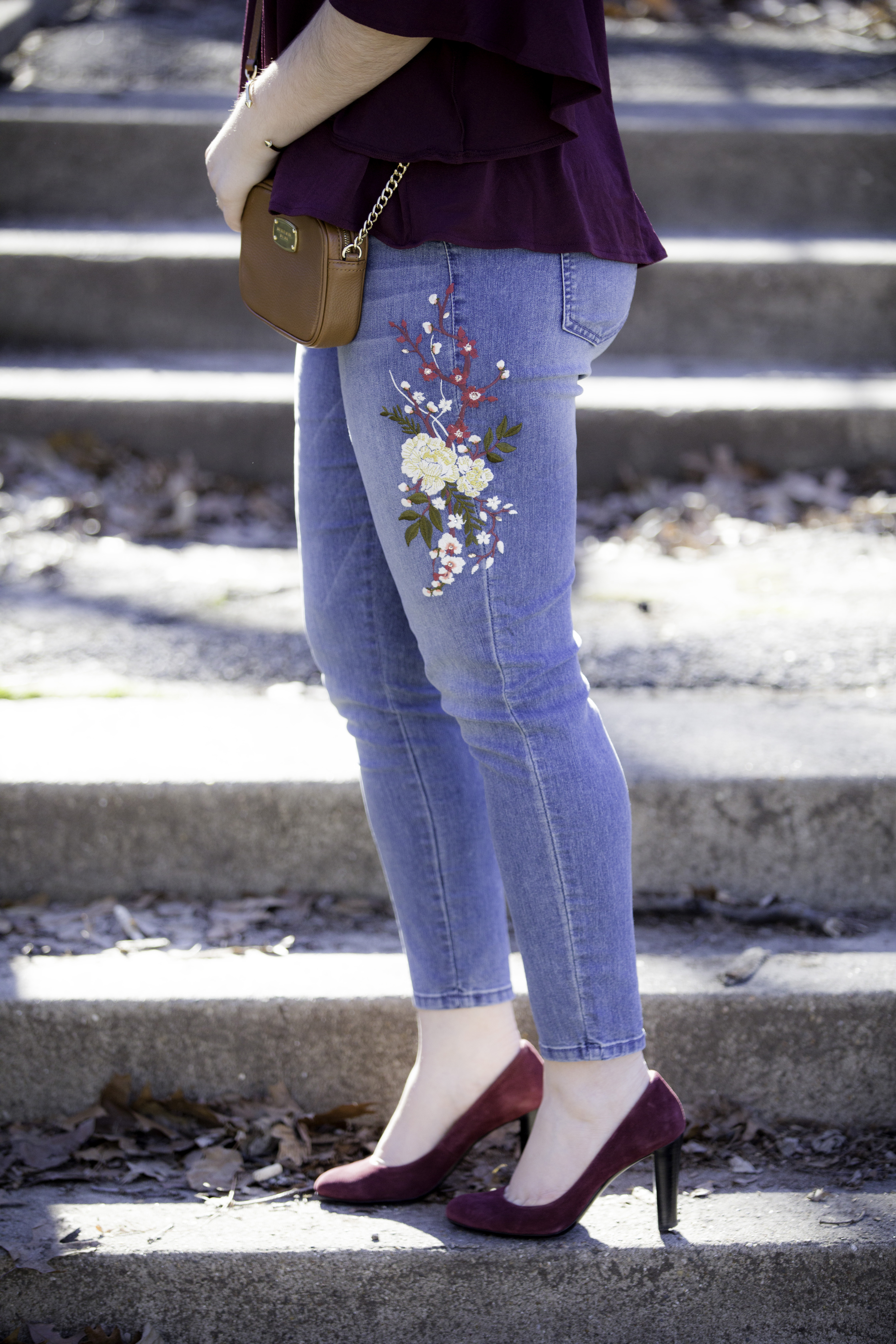 embroidered jeans, how to style embroidered jeans, spring outfit idea